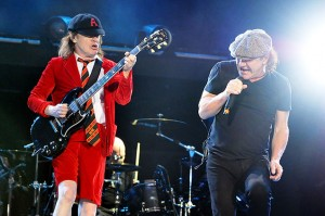 acdc-wembley-stadium-july-2015-performance-billbaord-650