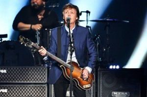Paul-McCartney-performs-calif-2016-blue-billboard-650-1548